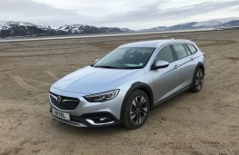 Vauxhall Insignia Country Tourer, front