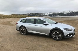 Vauxhall Insignia Country Tourer, side