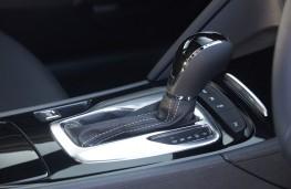 Vauxhall Insignia, 2021, auto gear lever