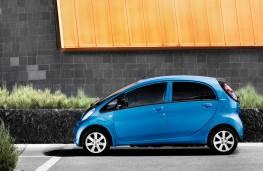 Peugeot iOn, side