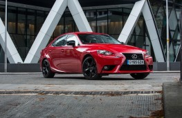 Lexus IS 200t, front