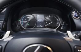Lexus IS, 2017, instruments