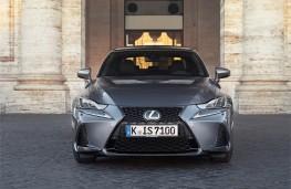 Lexus IS, 2017, nose