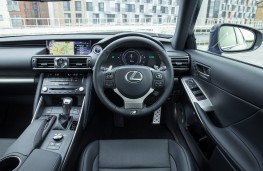 Lexus IS 300h, 2017, dashboard