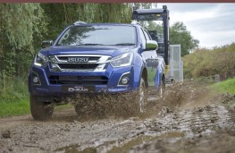 Isuzu D-Max 2019 head on