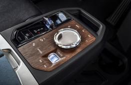 BMW iX, 2021, centre console