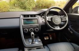 Jaguar E-PACE 2.0 R-Dynamic HSE, cabin
