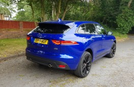 Jaguar F-PACE 2.0 R-Sport AWD, profile
