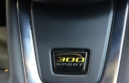 Jaguar XE 300 Sport, 2018, steering wheel badge