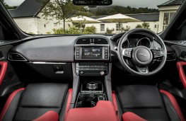 Jaguar F-Pace, dashboard
