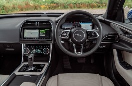 Jaguar XE, dashboard