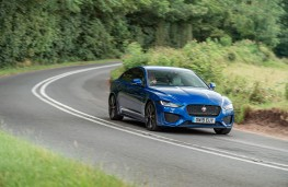 Jaguar XE, front action 2
