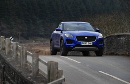 Jaguar E-PACE, front action