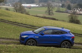 Jaguar E-PACE, side action field