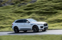 Jaguar F-Pace, side action