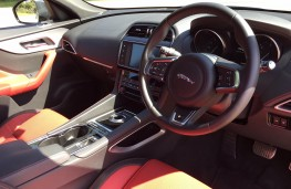 Jaguar F-Pace, interior