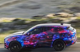 Jaguar F-Pace, side