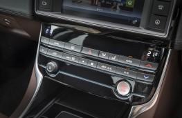 Jaguar XE R-Sport, dash detail 2