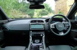 Jaguar XE R-Sport, dashboard