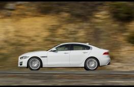Jaguar XE, side action