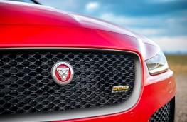 Jaguar XE 300 Sport badge