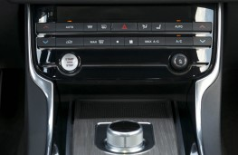 Jaguar XF, dash detail