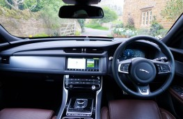 Jaguar XF R-Sport, dashboard