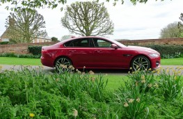 Jaguar XF R-Sport, side static