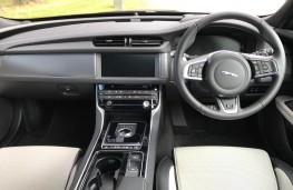 Jaguar XF R-Sport, interior