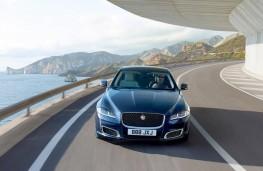 Jaguar XJ50 head-on action