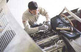 Jaguar XKSS engine building