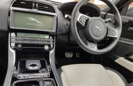 Jaguar XE R-Sport, cabin