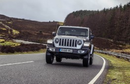 Jeep Wrangler, front action