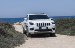 Jeep Cherokee, front static