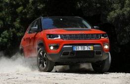Jeep Compass, action front 2