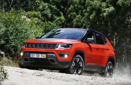 Jeep Compass, action front 3