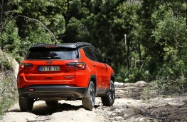 Jeep Compass, action rear