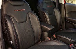 Jeep Compass, front seat