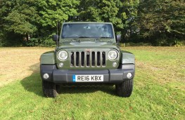 Jeep Wrangler Anniversary Edition, front