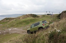 Jeep Renegade, 75th Anniversary, off road, side