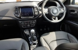 Jeep Compass 2.0 Limited, dash