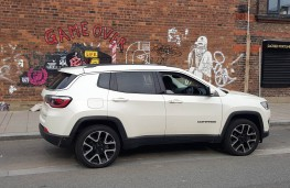 Jeep Compass 2.0 Limited, parked
