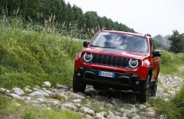 Jeep Renegade 4xe, 2020, front, trail