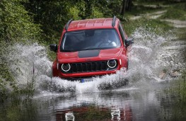 Jeep Renegade 4xe, 2020, front, wading