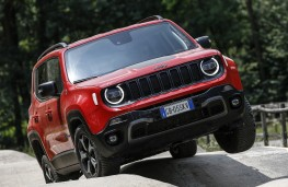 Jeep Renegade 4xe, 2020, front, off road, articulation