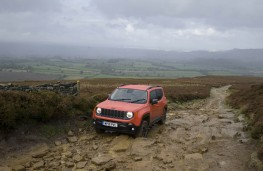 Jeep Renegade, front, rocks