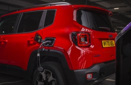 Jeep Renegade 4xe, 2020, charging