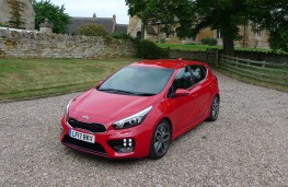Kia cee'd GT, front with lights
