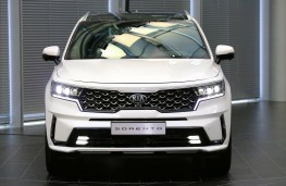 Kia Sorento 2020 head on