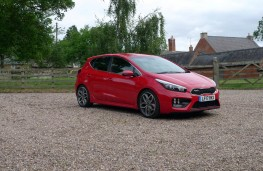 Kia cee'd GT, front static 2